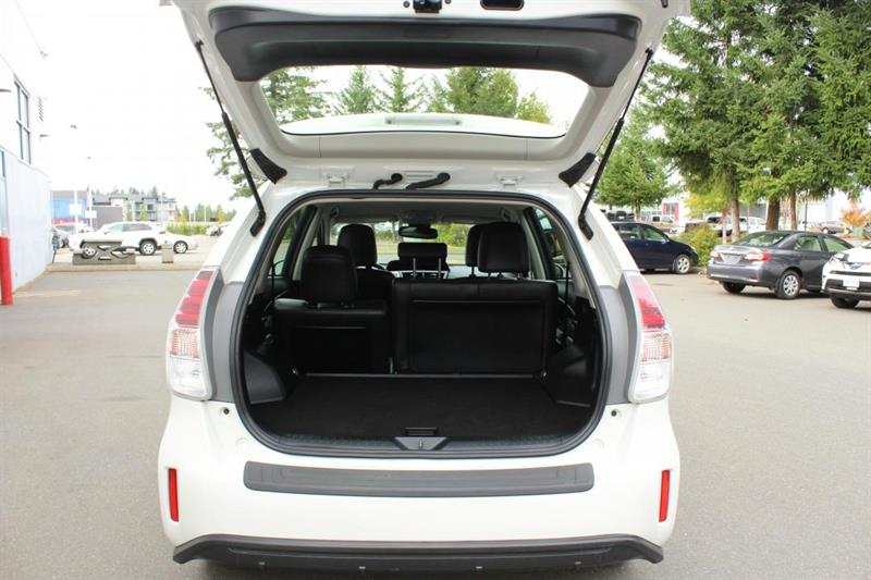 toyota Prius V 2018 - 30