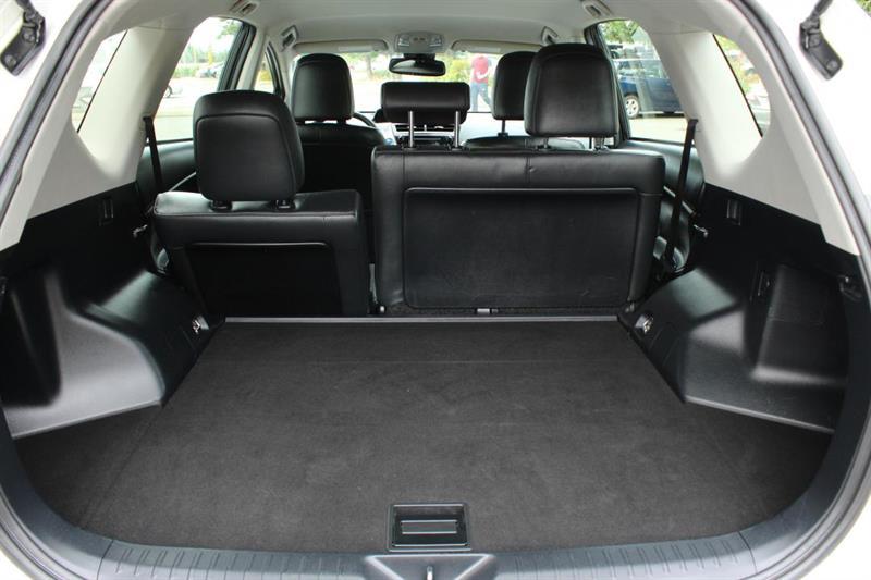 toyota Prius V 2018 - 31