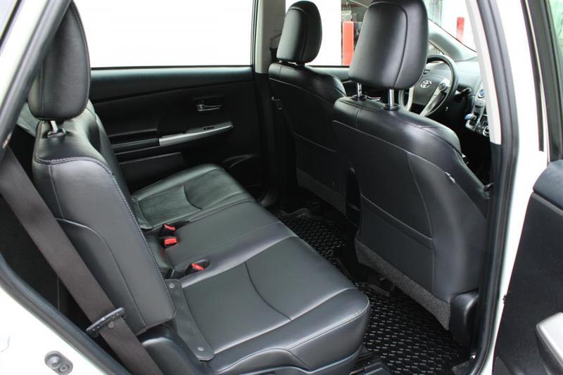 toyota Prius V 2018 - 32