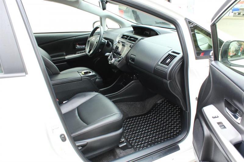 toyota Prius V 2018 - 33