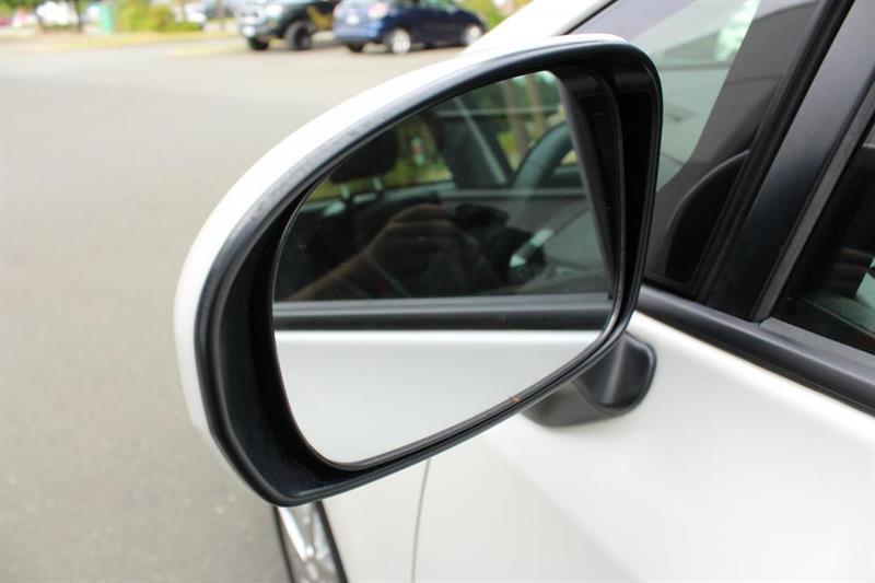 toyota Prius V 2018 - 35