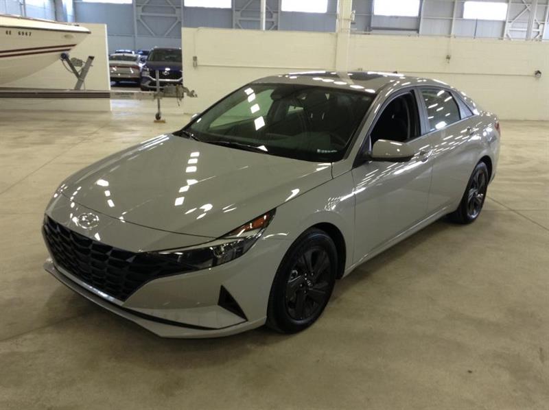2021 Hyundai Elantra Preffered + tech + toit