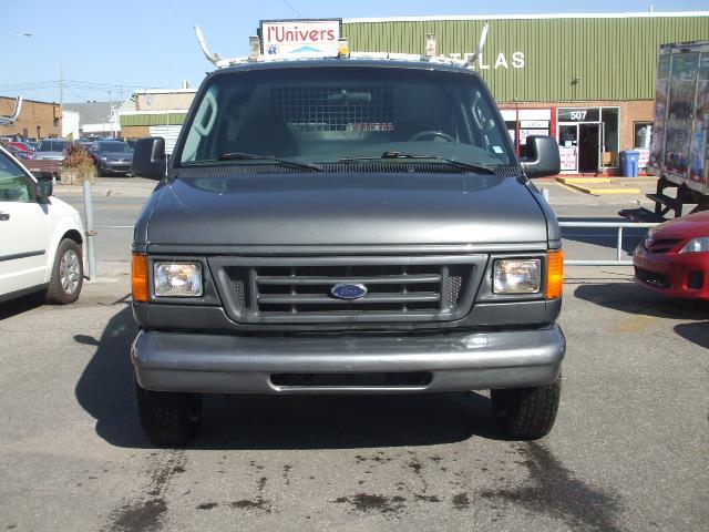 Ford E-150 2003