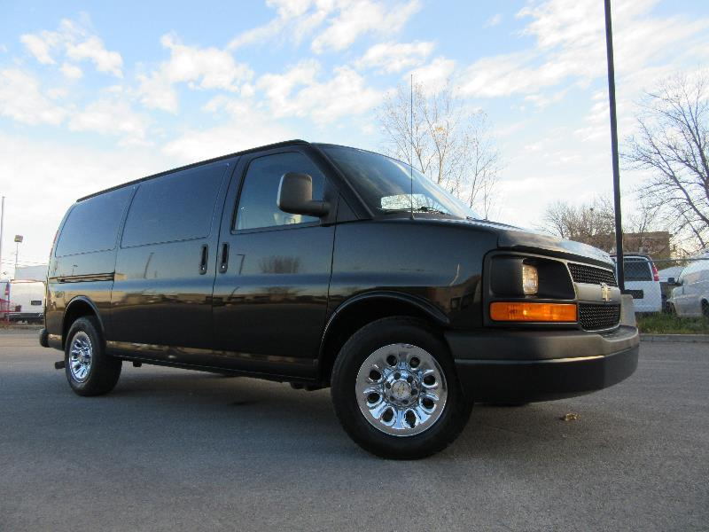 chevrolet express cargo van awd 2011 occasion vendre laval chez pronto automobile. Black Bedroom Furniture Sets. Home Design Ideas