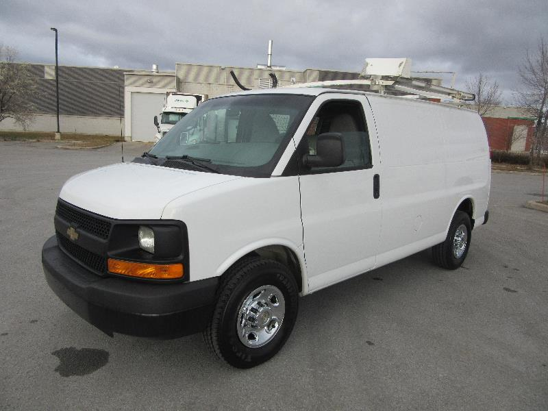 chevrolet express cargo van 2500 full rack voir quipement 2012 occasion vendre laval. Black Bedroom Furniture Sets. Home Design Ideas