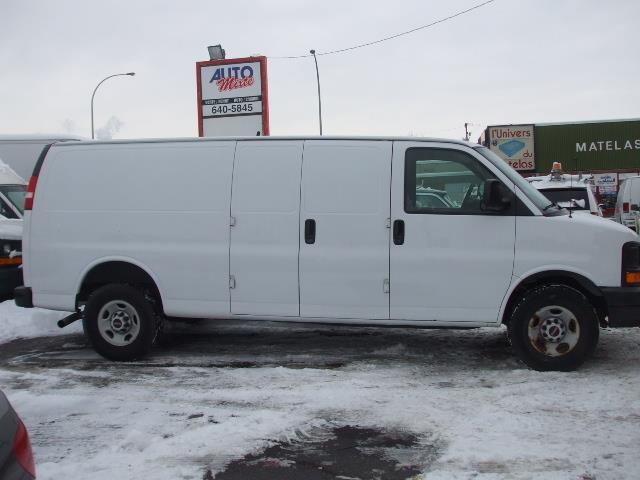 GMC Savana Cargo Van 2007