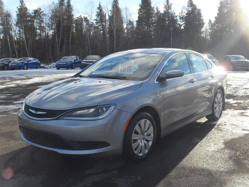 Chrysler 200 2016 LX #H7563A