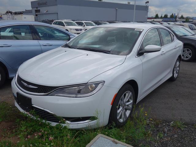 2016 Chrysler 200 Limited #16B64