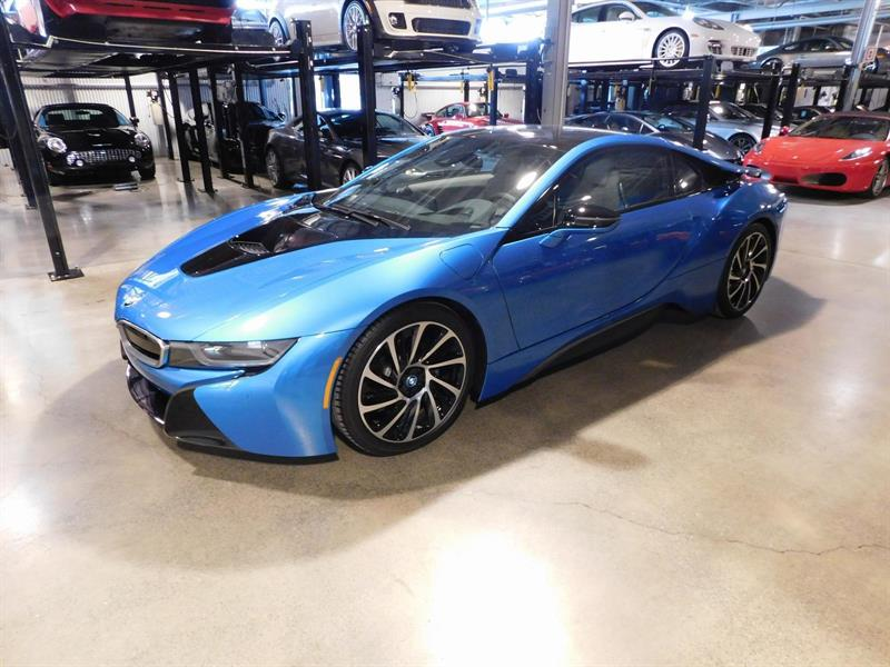 BMW I 8 2014 BRAND NEW !  205 KMS
