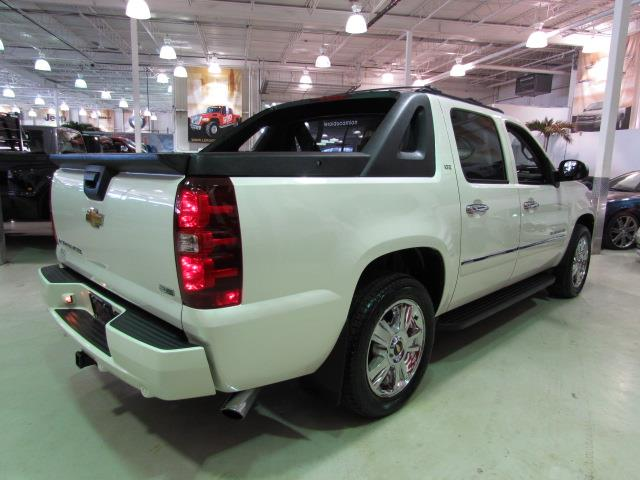 chevrolet avalanche ltz 4x4 sunroof tv dvd 2010 occasion vendre saint eustache chez le roi du. Black Bedroom Furniture Sets. Home Design Ideas