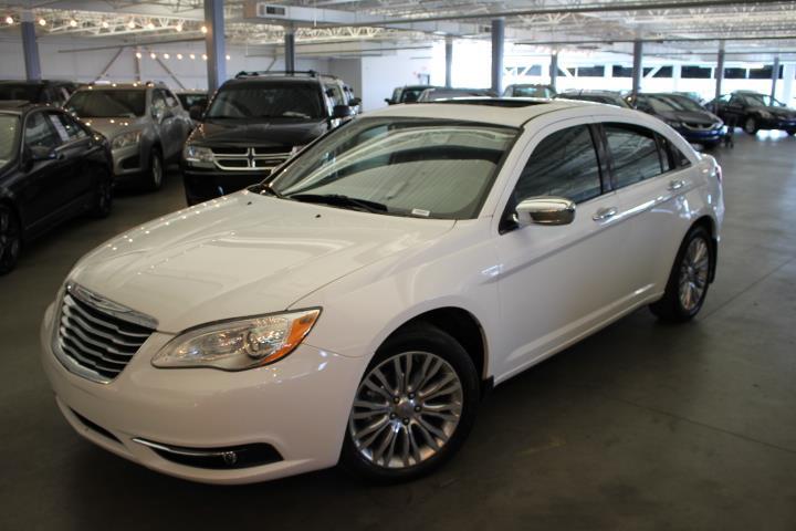 Chrysler 200 2013 LIMITED 4D Sedan #0000000009