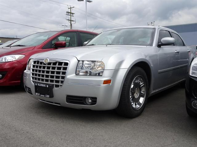 2005 Chrysler 300 Base #17UP98