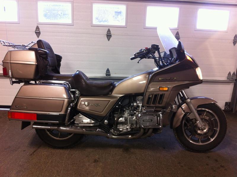 Honda GL1200 1984 #25853RDL