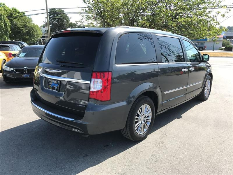 used chrysler town and country limited 2011