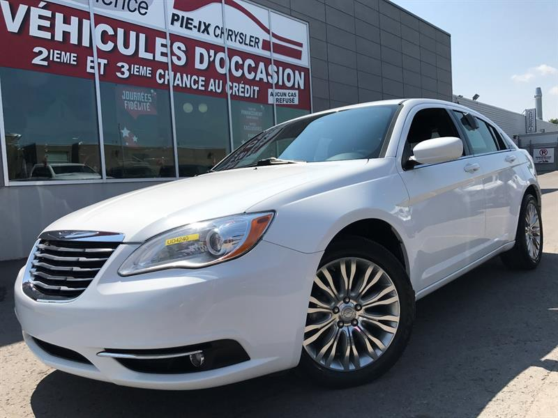 Chrysler 200 2013 4dr Sdn Touring+MAGS+A/C+GR.ELEC+WOW! #UD4240