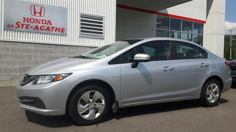 Honda Civic 2014 4dr CVT LX ** Pneus d'hiver, Bluetooth, A/C...* #h232xa
