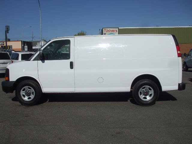 GMC Savana Cargo Van 2008