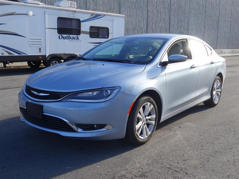 2015 Chrysler 200 Limited #17UP434