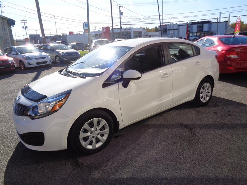 kia rio 4dr sdn lx automatique blanc 2014 occasion vendre notre dame des prairies chez. Black Bedroom Furniture Sets. Home Design Ideas
