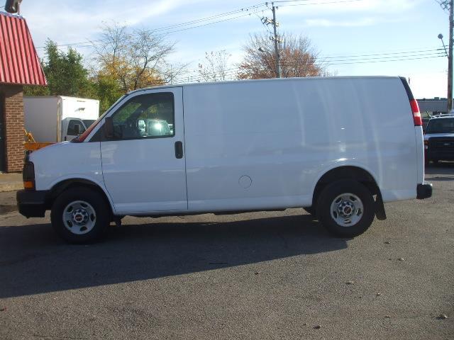 GMC Savana Cargo Van 2009