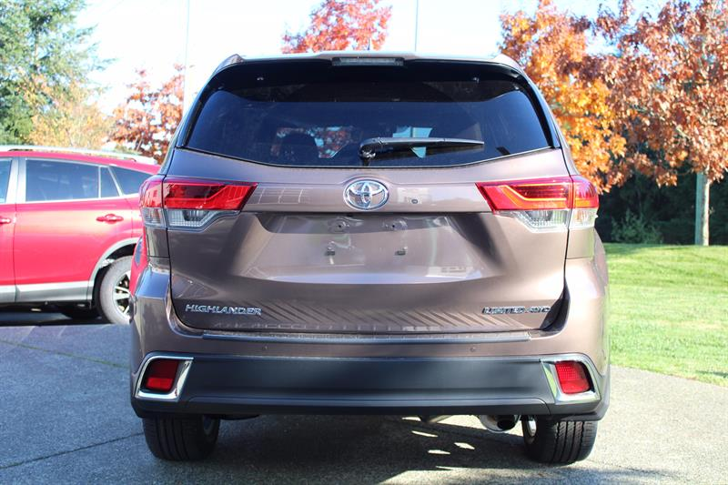 2018 Toyota Highlander Limited New for sale in Courtenay at
