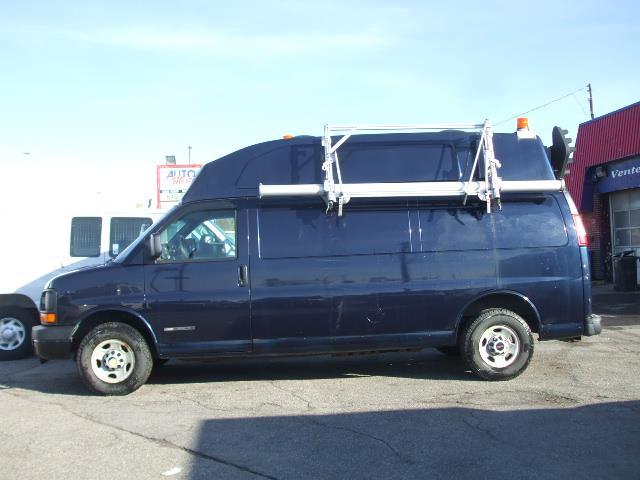 GMC Savana Cargo Van 2005