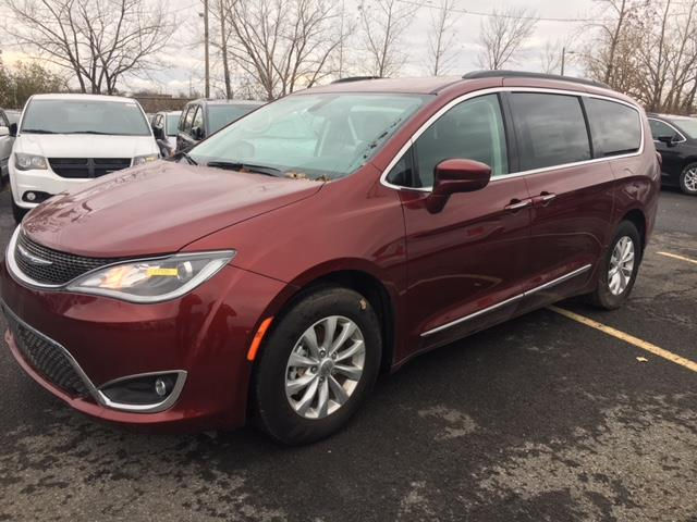 Chrysler Pacifica Touring-L 2017 TOURING-L + 8 PASSAGERS #17105Z