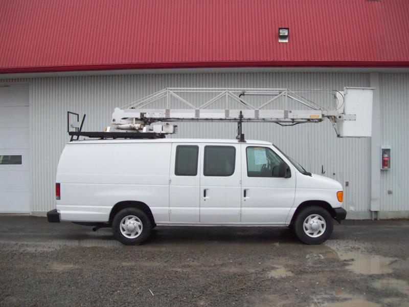 Ford E-350 2007 NACELLE WARWICK 34'