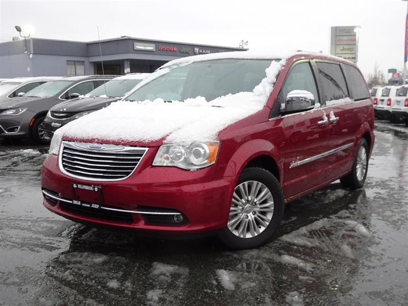 2015 Chrysler Town & Country Limited #17UP533