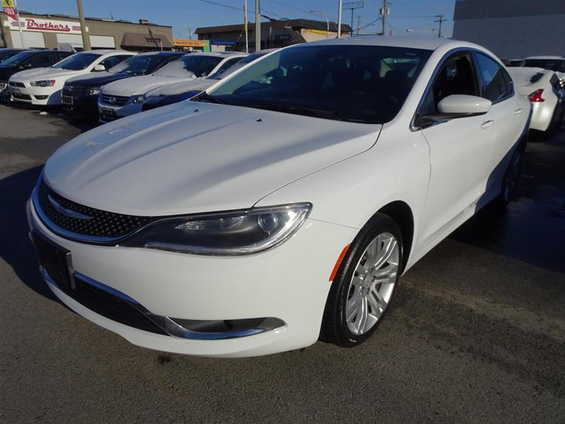 2015 Chrysler 200 Limited #17UP542