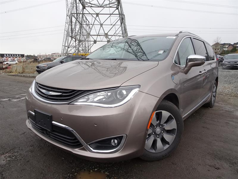2018 Chrysler Pacifica Hybrid Limited #18M6