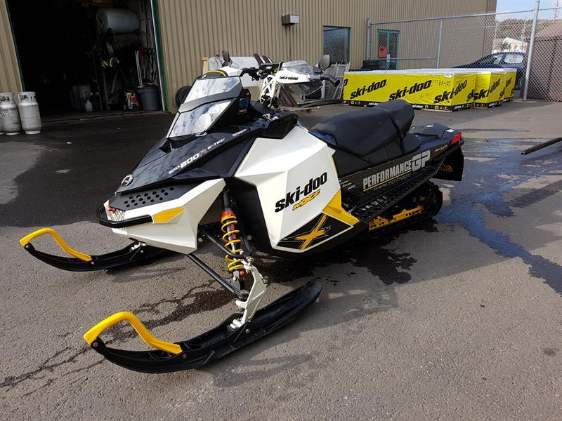Ski-Doo MXZ X 800R E-TEC 2011
