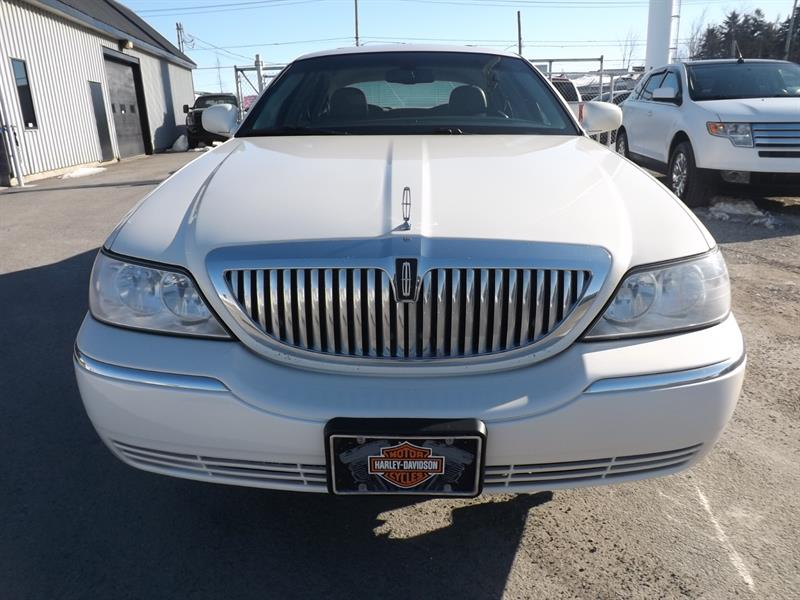 2007 Lincoln Town Car Signature Limited Used For Sale In Mirabel At