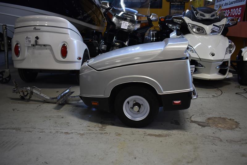 remorque de moto denray rs2 remorque pour moto 2012 occasion vendre laval chez lajeunesse moto. Black Bedroom Furniture Sets. Home Design Ideas