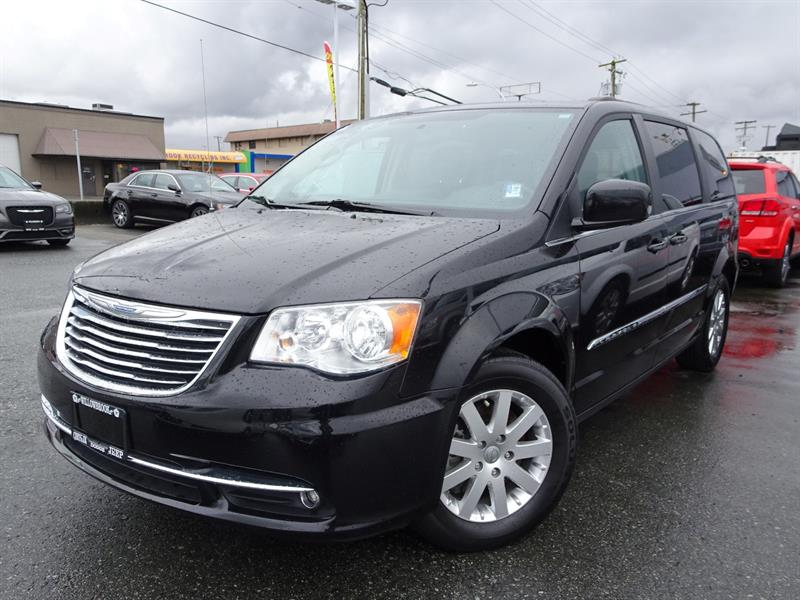 2015 Chrysler Town & Country Touring #18UP85