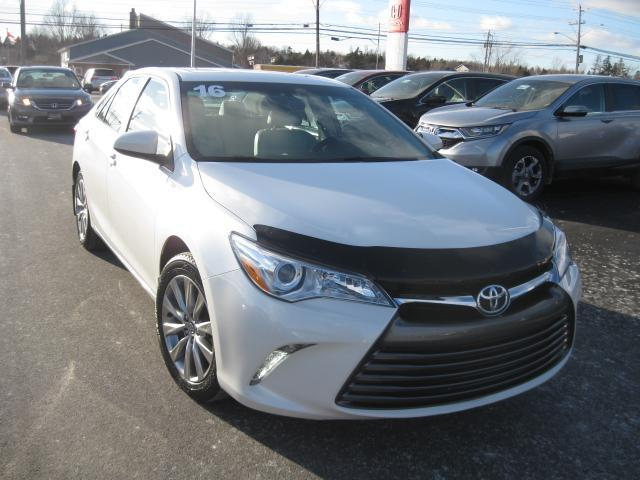 2016 Toyota Camry XLE #H677A
