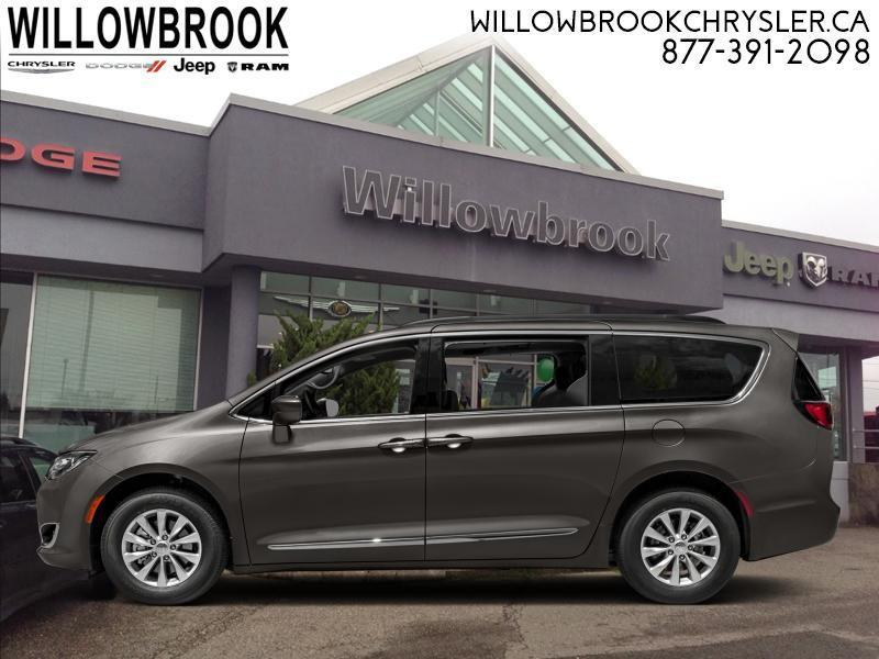 2018 Chrysler Pacifica Touring-L #18M11