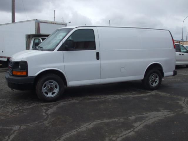 GMC Savana Cargo Van 2006