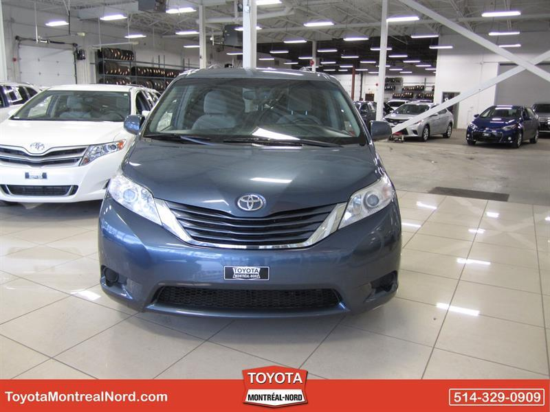 toyota sienna le v6 8 pass fwd 2015 occasion vendre montr al nord chez toyota montr al nord. Black Bedroom Furniture Sets. Home Design Ideas