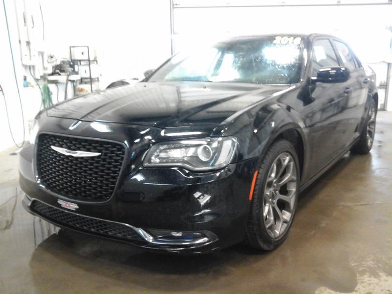 Chrysler 300 2016 S (CUIR, TOIT PANO, BEATS AUDIO, NAVIGATION) #03925A