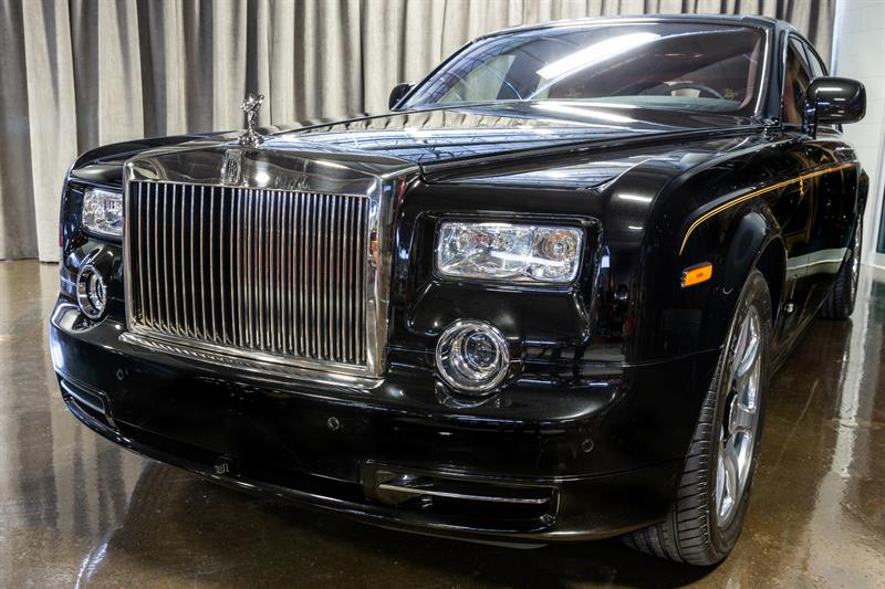 rolls royce phantom year of the dragon edition 2012 occasion vendre montr al chez automobiles. Black Bedroom Furniture Sets. Home Design Ideas