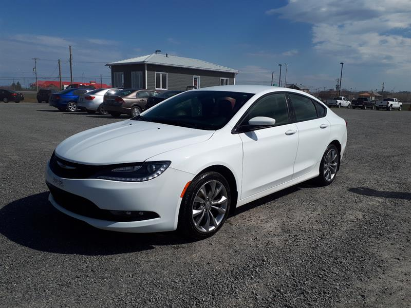 Chrysler 200 2015 S FWD #16021A
