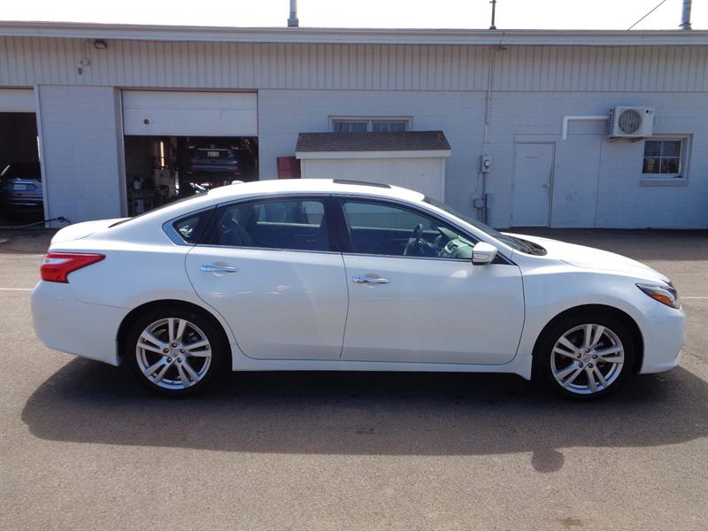 2017 nissan altima 3 5 sl fwd save 8 000 used for sale in charlottetown at centennial auto. Black Bedroom Furniture Sets. Home Design Ideas