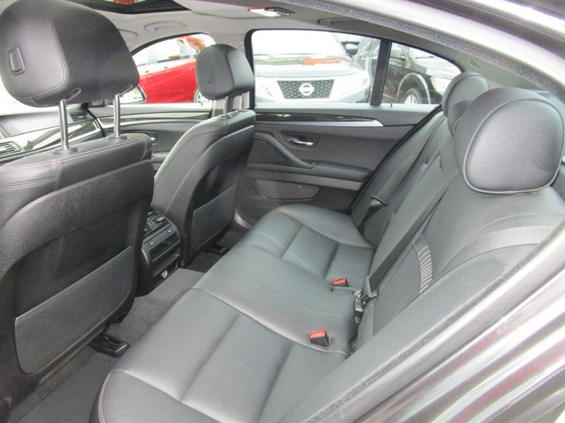 BMW 5 Series Sedan 10