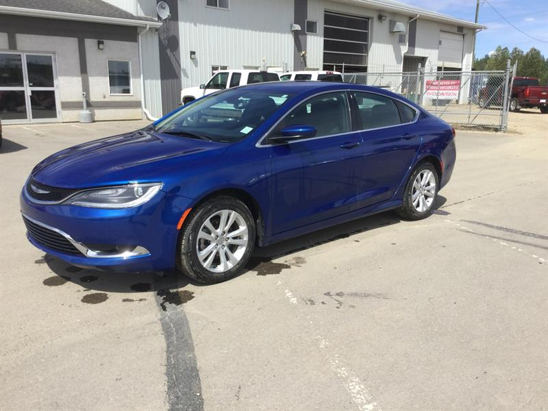 2016 Chrysler 200 Limited #M103325