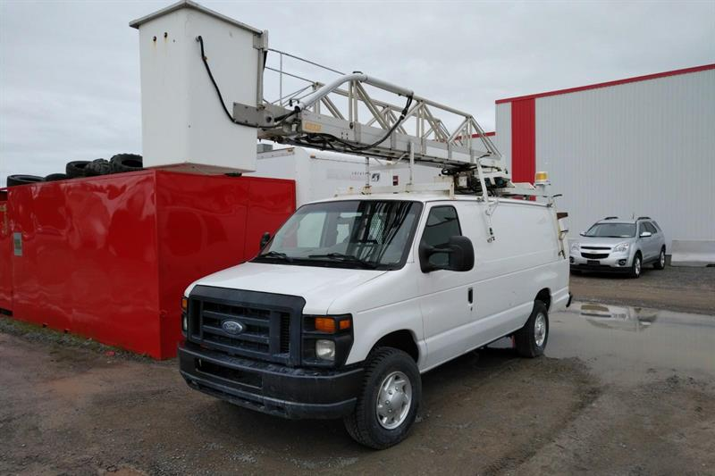 Ford E-350 2011 NACELLE WARWICK 34'