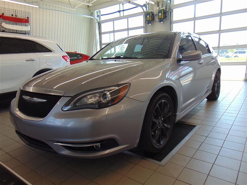 Chrysler 200 2013 S* SIÈGES CHAUFFANTS* MAGS NOIR* TOIT OUVRANT* #V180063A
