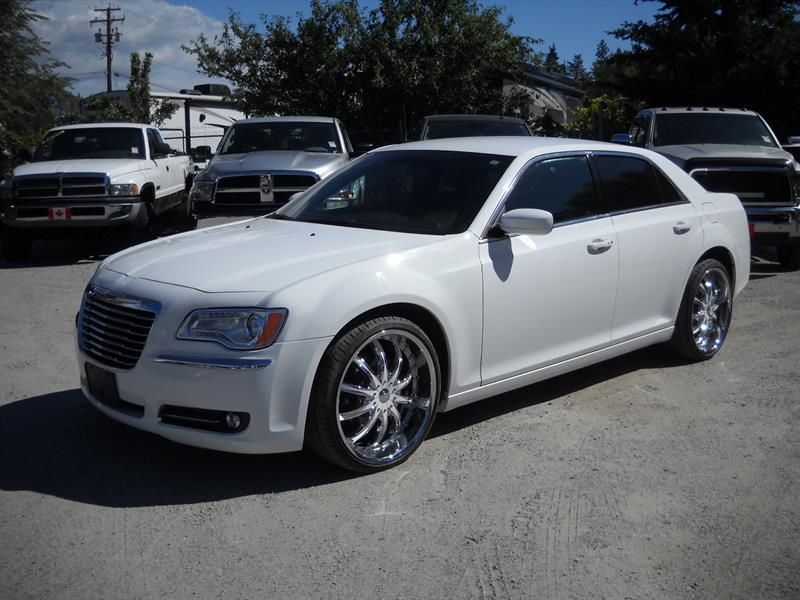 2014 Chrysler 300  LUXURY HEAD TURNER #A8007