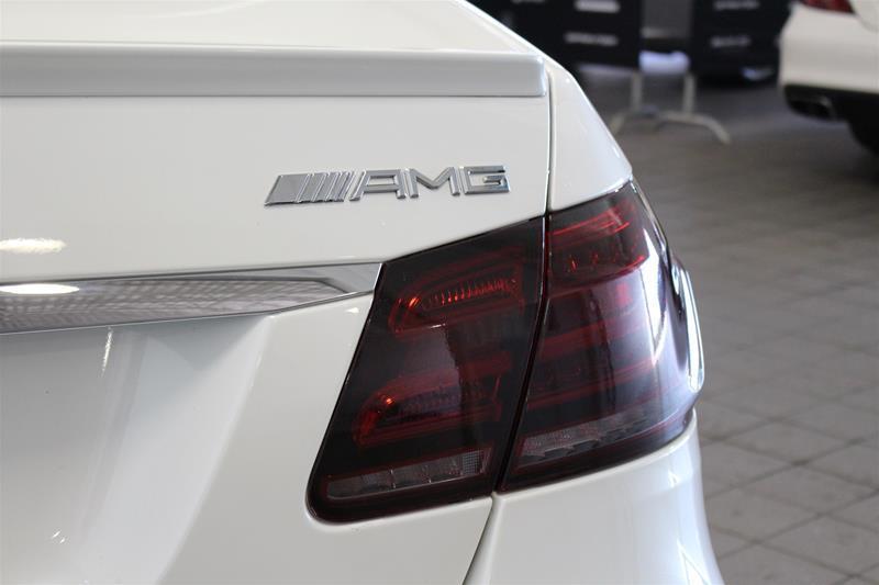 mercedes benz e63 amg 4matic sedan ensemble nuit amg 2014 occasion vendre mirabel chez. Black Bedroom Furniture Sets. Home Design Ideas