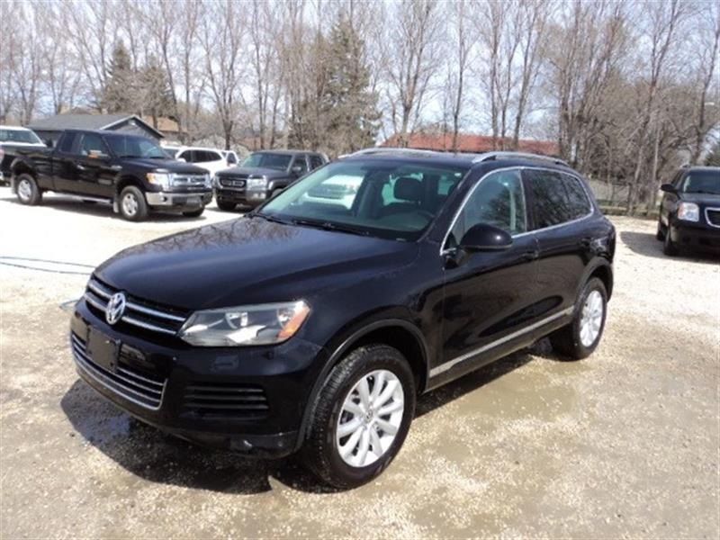 2011 Volkswagen Touareg Highline v6 local SUV great shape